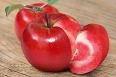 apple-red-flesh-590